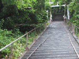 太田神社の急な階段