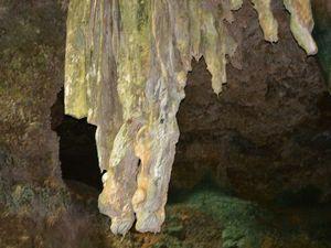 洞窟内の鍾乳洞