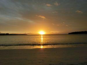 クト湾に沈む夕陽