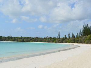 クト湾の美しいビーチ