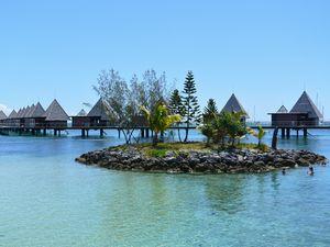 水上バンガロー メトル島