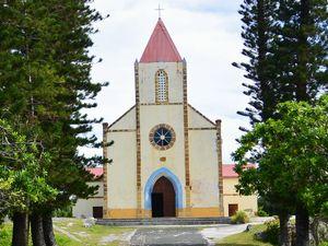 南洋杉の木立 ムリ教会
