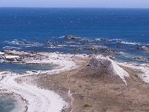 石灰石の岩と海